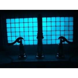 Carreaux de mosaïques à effet photoluminescent.