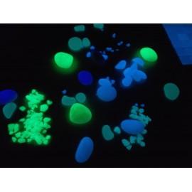 Matériaux et objets de décoration photoluminescents