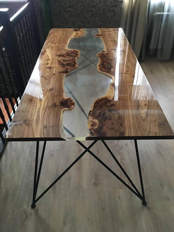 table rivière réalisée avec résine époxy